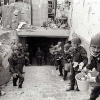 Militari all'opera durante i soccorsi
