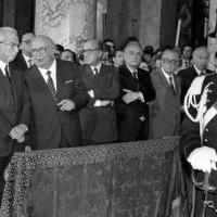 Molte le autorità presenti per il funerale, in foto da sinistra: il Presidente della Repubblica Cossiga, il Presidente del Senato Spadolini, e il Primo Ministro De Mita (Nadalini)