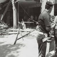 I resti di un ufficio postale a Riccione dopo l'assalto con esplosivo da parte della banda nel 1994.