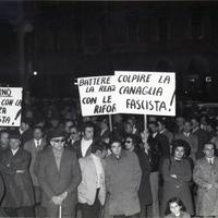 """Grandi manifestazioni contro il terrorismo e le """"trame nere"""" nella giornata del 13 febbraio 1971 a Forlì come a Rimini, Cesena, Cesenatico e in altri comuni della provincia. (CGIL Forlì)"""