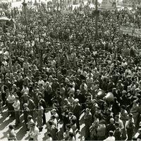 Forlì, 29 maggio 1974, sciopero generale in seguito alla Strage di Piazza della Loggia a Brescia. Corteo per le vie cittadine e comizio in Piazza Saffi: presenti il sindaco Satanassi e i segretari sindacali Liverani e Sacchetti. (Minisci)