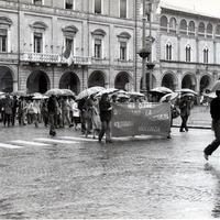 Forlì, 10 maggio 1978. Il corteo, sotto una pioggia battente, ha percorso via delle Torri, piazza del Duomo, corso Garibaldi e poi di nuovo piazza Saffi. (Minisci)