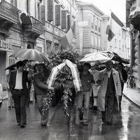 Forlì, 10 maggio 1978. Il corteo si avvia verso il Sacrario dei Caduti per la libertà per la deposizione delle corone. (Minisci)