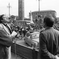 """Forlì, 21 ottobre 1978. La mobilitazione contro il terrorismo prosegue anche nell'autunno del 1978. Il 21 ottobre grande manifestazione popolare """"contro il terrorismo e per la difesa delle istituzioni democratiche"""" indetta dal Comitato Provinciale Unitario per la difesa e lo sviluppo delle istituzioni democratiche."""